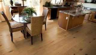 How to choose between Oiled and Lacquered Wood Flooring?